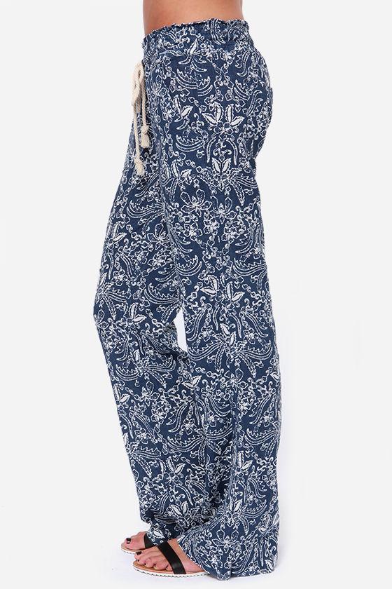 Roxy Ocean Side Blue Print Pants at Lulus.com!