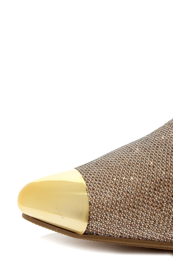 City Classified Miso Gold Cap-Toe Pointed Smoking Loafers at Lulus.com!