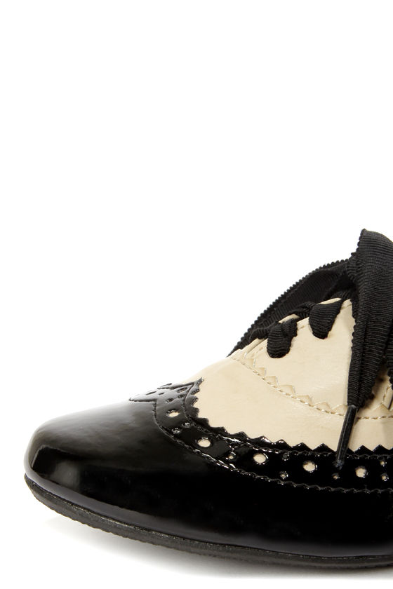 Not Rated Black Tie Black and Cream Oxford Flats at Lulus.com!