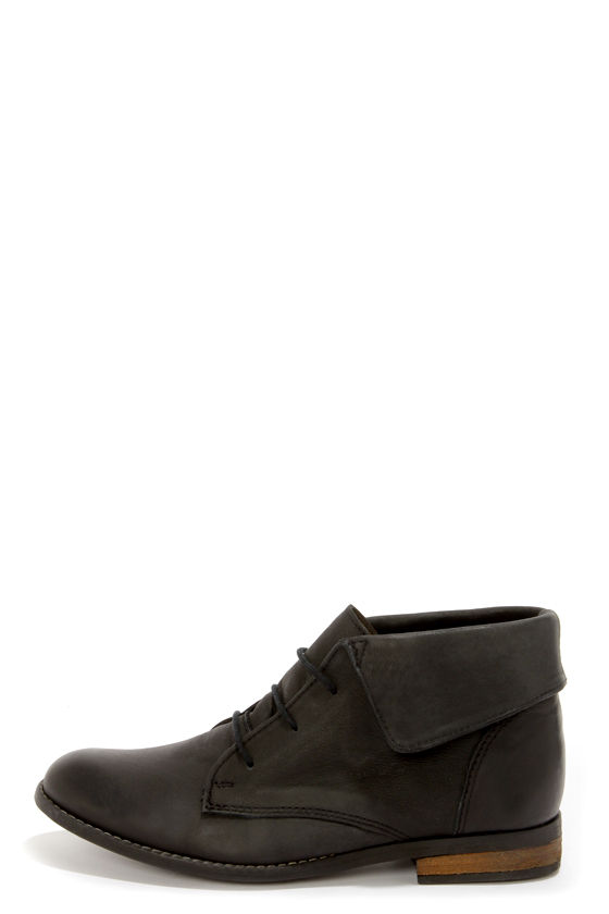 Steve Madden Stingrei Black Leather Fold-Over Ankle Boots at Lulus.com!