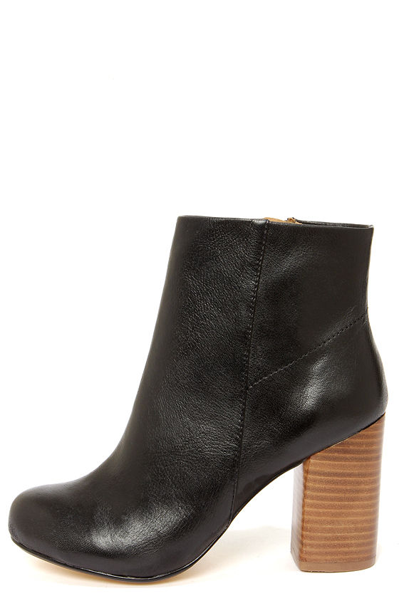 Chinese Laundry Battle Field Black Leather Booties at Lulus.com!