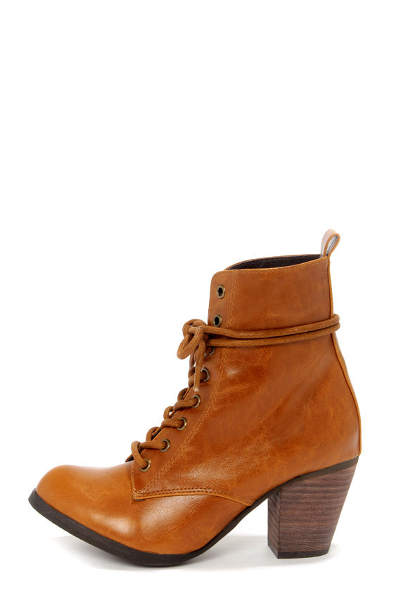 Chelsea Crew Detour Tan Lace-Up Ankle Booties at Lulus.com!