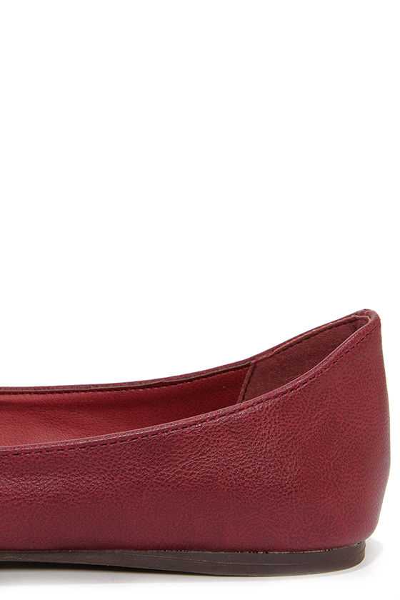 Talia 11W Berry Red Pointed Flats at Lulus.com!
