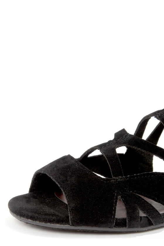 Solo 04 Black Cutout Caged Gladiator Sandals at Lulus.com!