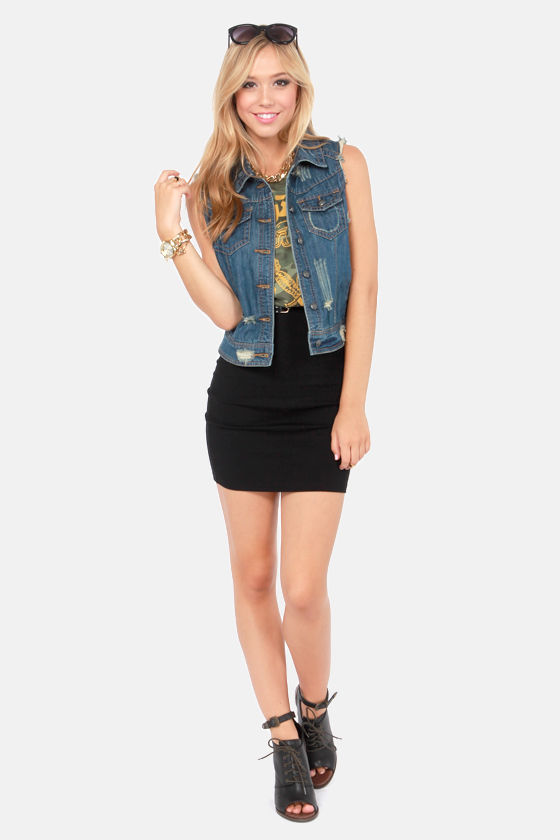 Others Follow Barnyard Distressed Jean Vest at Lulus.com!