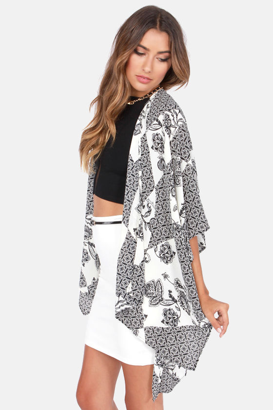 The Peacenik Black and Ivory Print Kimono Jacket at Lulus.com!