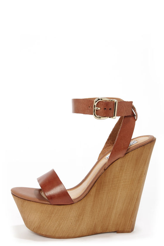 Steve Madden Beachy Cognac Leather Wooden Platform Wedge Sandals at Lulus.com!