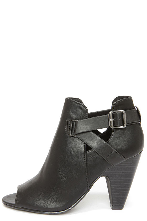 Soda Layla Black Cutout Peep Toe Booties at Lulus.com!