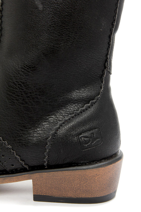 Dirty Laundry Paxton Tumbled Black Brogue Lace-Up Boots at Lulus.com!