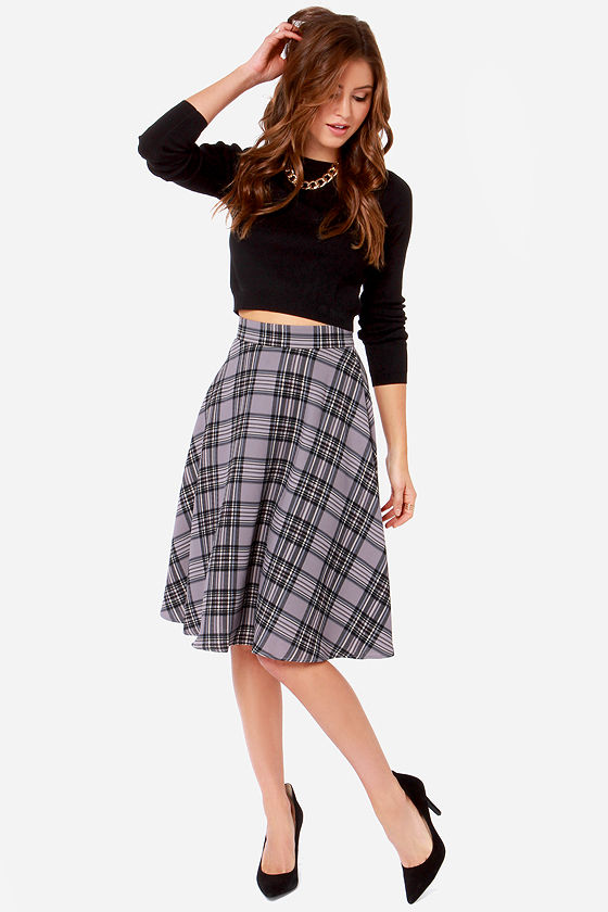 Be cozy and cute in the Bristol Navy Blue and Red Plaid Flannel Midi Skirt! Soft, lightweight flannel, in a navy blue and red plaid pattern, falls from a high, banded waist, (with elastic at back for fit) into a full midi skirt with a circle hem/5(8).