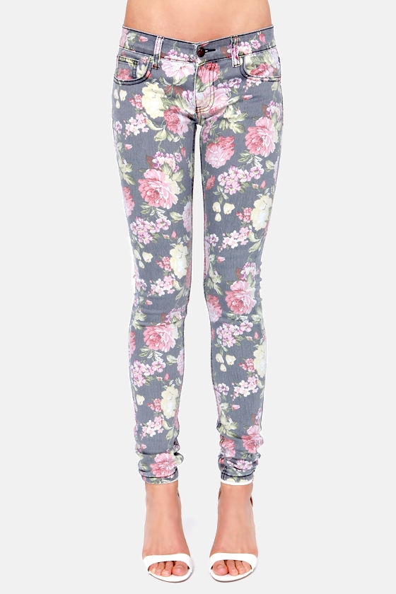Others Follow Kaegen Washed Floral Print Skinny Jeans at Lulus.com!