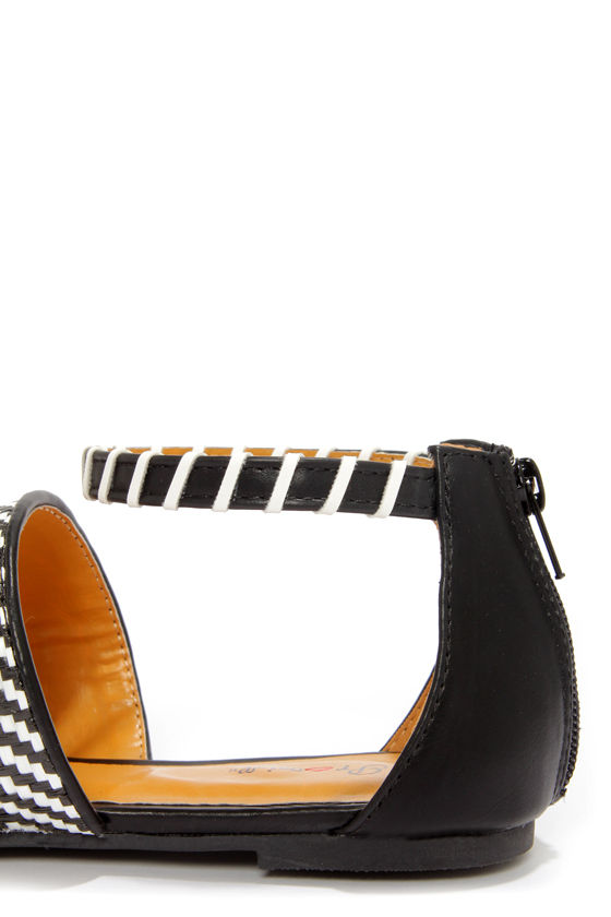 Promise Renata Black and White Woven Sandals at Lulus.com!