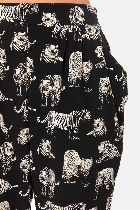 Put Your Paws Up Cropped Black Tiger Print Pants at Lulus.com!