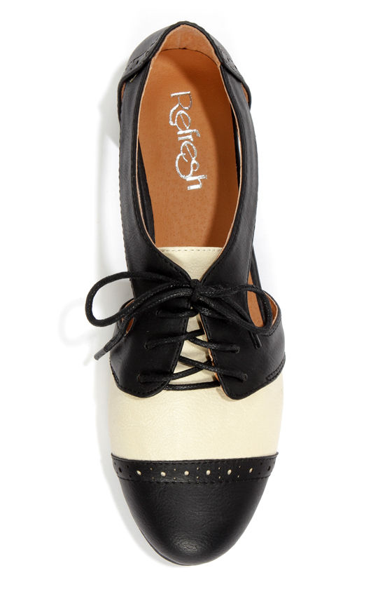 Marty 01 Black and White Cutout Oxford Flats at Lulus.com!