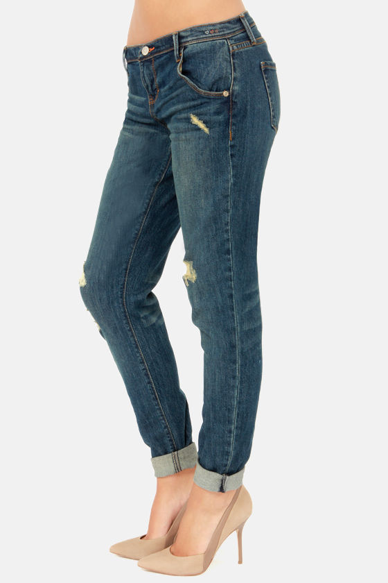 Dittos Charlie Cropped Distressed Boyfriend Jeans at Lulus.com!