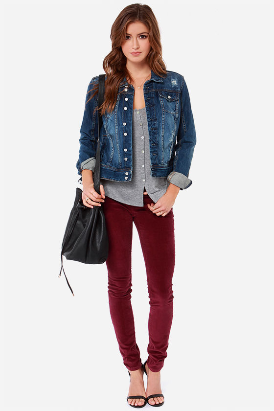 Burgundy Pant Trend: Casual Carefree Style