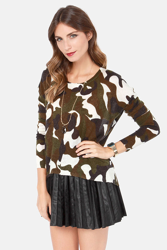 Tour of Beauty Camo Print Sweater at Lulus.com!