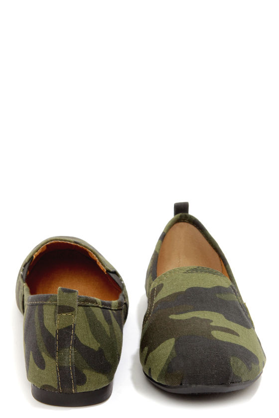 Bamboo Rosalba 01Y Camouflage Canvas Loafer Flats at Lulus.com!