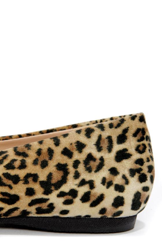 Mixx Shuz Ian Leopard Gold-Toed Pointed Flats at Lulus.com!