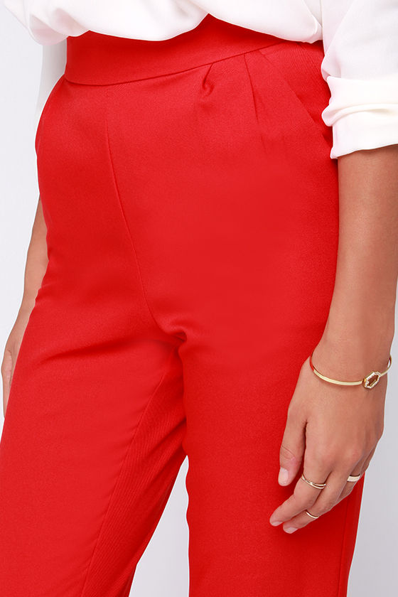 Fashion fads come and go, but your love for a classic staple like the Trouser We Go Red High-Waisted Pants, will never fade! These high-waisted trousers, in a soft woven-poly blend, have a banded waist that tops a series of delicate pleats that fall into diagonal slit pockets/5(65).