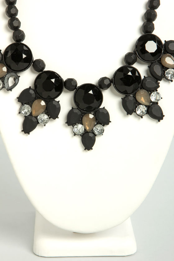 Aristo-Matte Black Statement Necklace at Lulus.com!