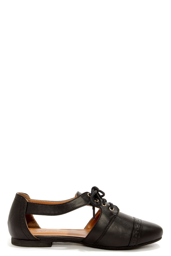 Wild Diva Lounge Mason 29 Black Cutout Oxford Flats at Lulus.com!