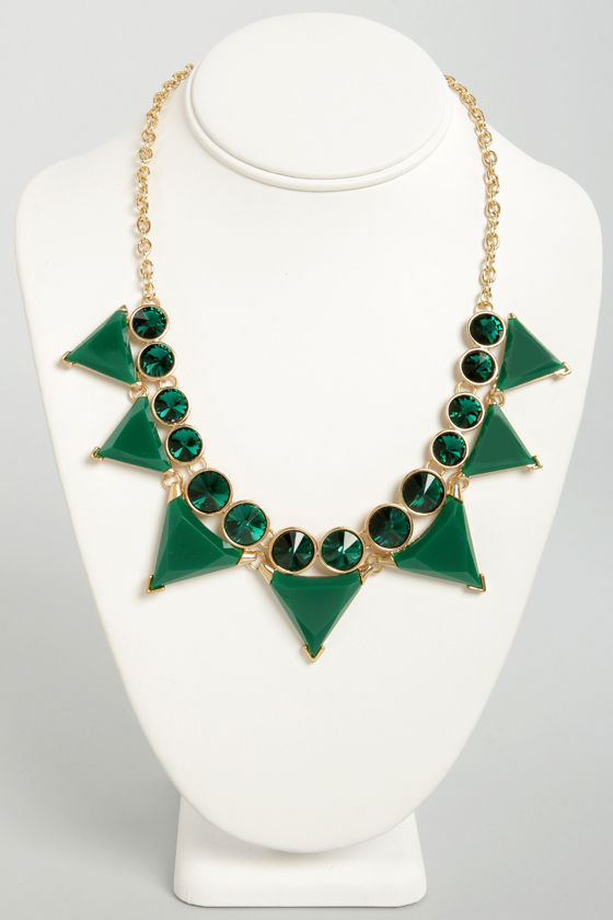Tri Your Luck Green Statement Necklace at Lulus.com!