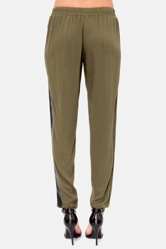 Chill Out Cropped Black and Olive Green Pants at Lulus.com!