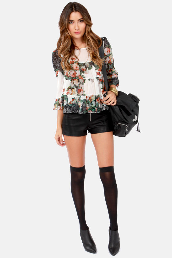 Darling Daphne Floral Print Top at Lulus.com!