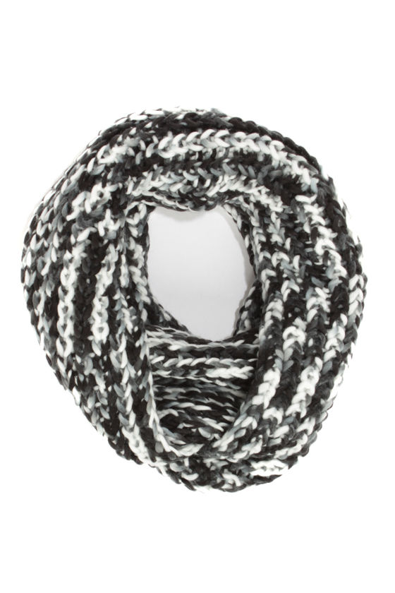 Day at the Bay White and Black Circle Scarf at Lulus.com!