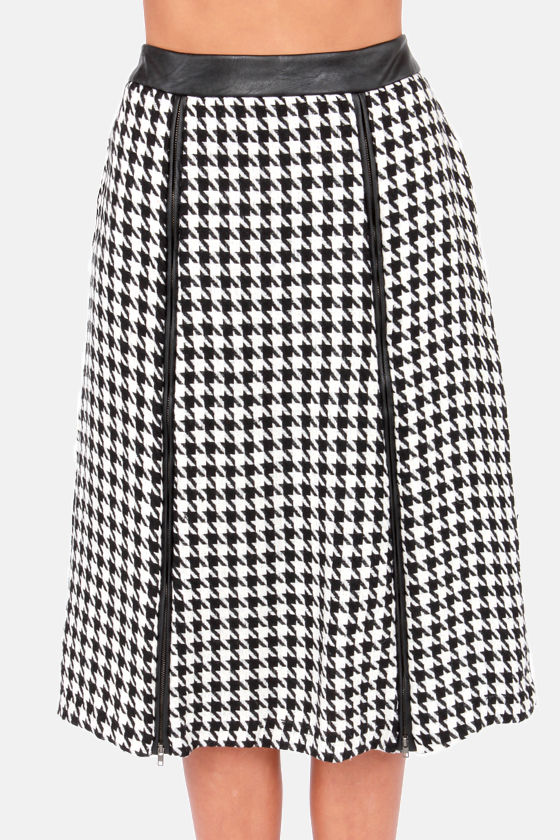 Lost and Hound Ivory and Black Houndstooth Skirt at Lulus.com!