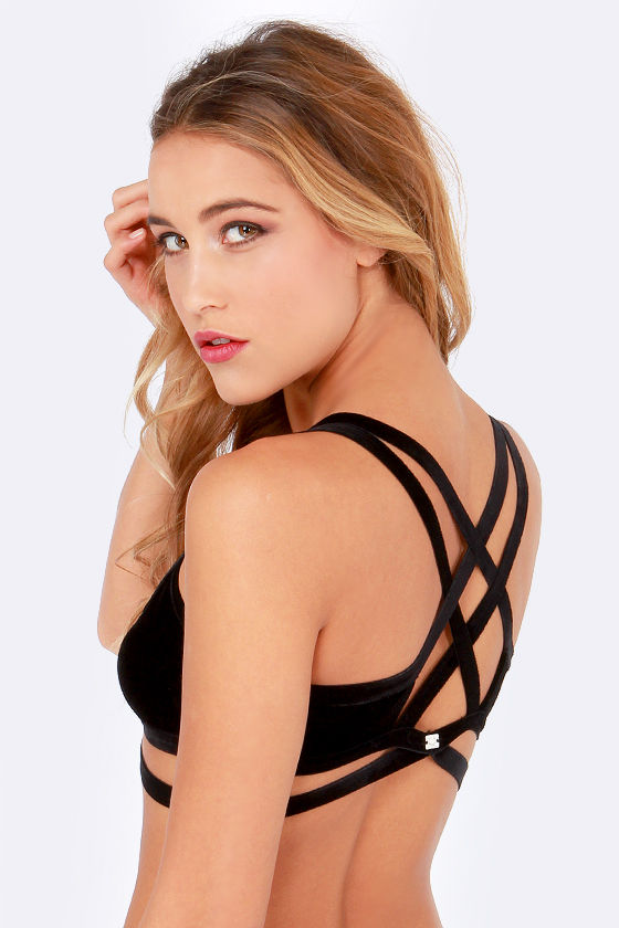 For Love & Lemons Love You Knot Black Velvet Bralette at Lulus.com!