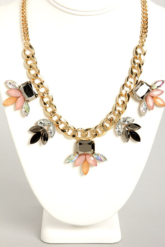 A Girl Can Gleam Pink Statement Necklace at Lulus.com!