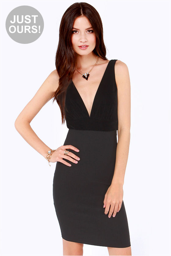LULUS Exclusive Hostess Gift Black Velvet Midi Dress at Lulus.com!
