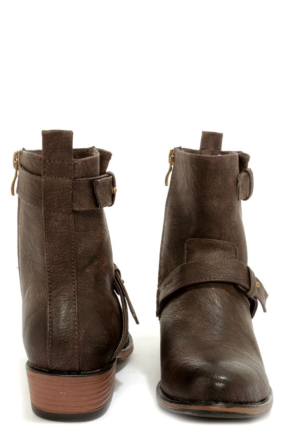 Good Choice Concept Black Tumbled Belted Ankle Boots at Lulus.com!