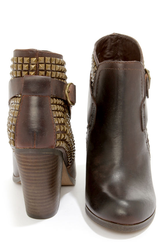 Steve Madden Alani Brown Leather Studded Ankle Boots at Lulus.com!