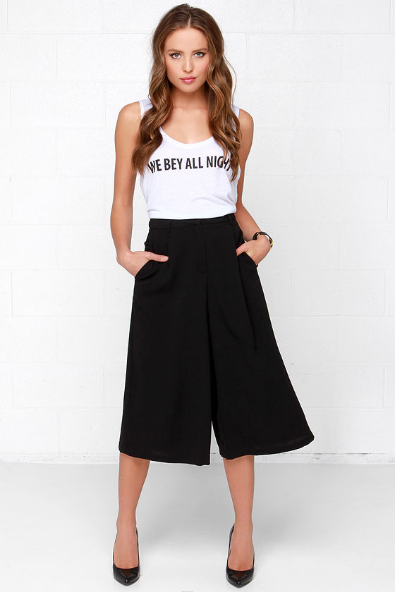 Navy Culotte Shorts ($30): This is one of the prettiest patterns we've seen on a pair of culottes. It'd look so great with a tee, some gold bracelets and simple summer sandals (just like the picture!).