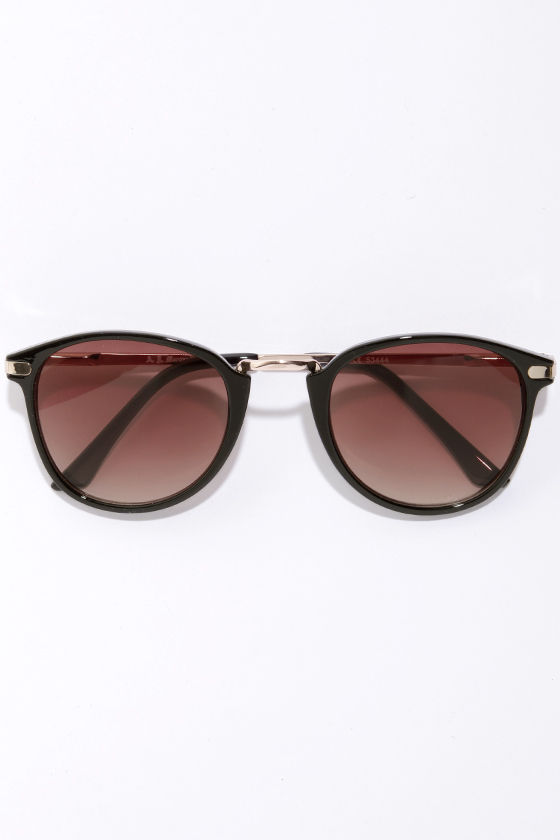 Castro Black Sunglasses at Lulus.com!