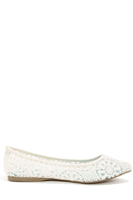 Blowfish Demure Natural Crochet Pointed Flats at Lulus.com!