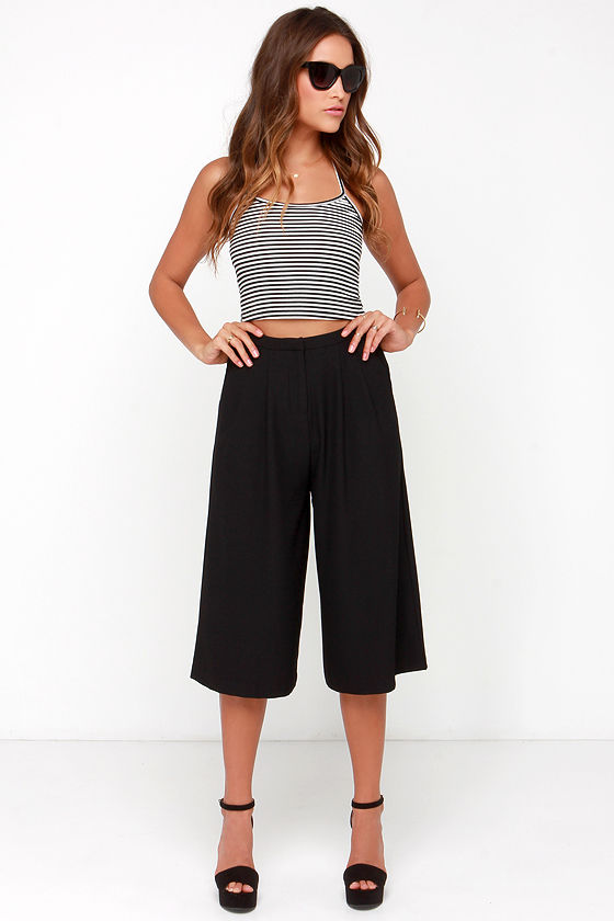 A graceful dropped waist and relaxed fit have been worked into culottes with less