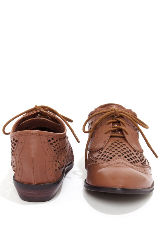 Very Volatile Laser Cognac Cutout Oxford Flats at Lulus.com!