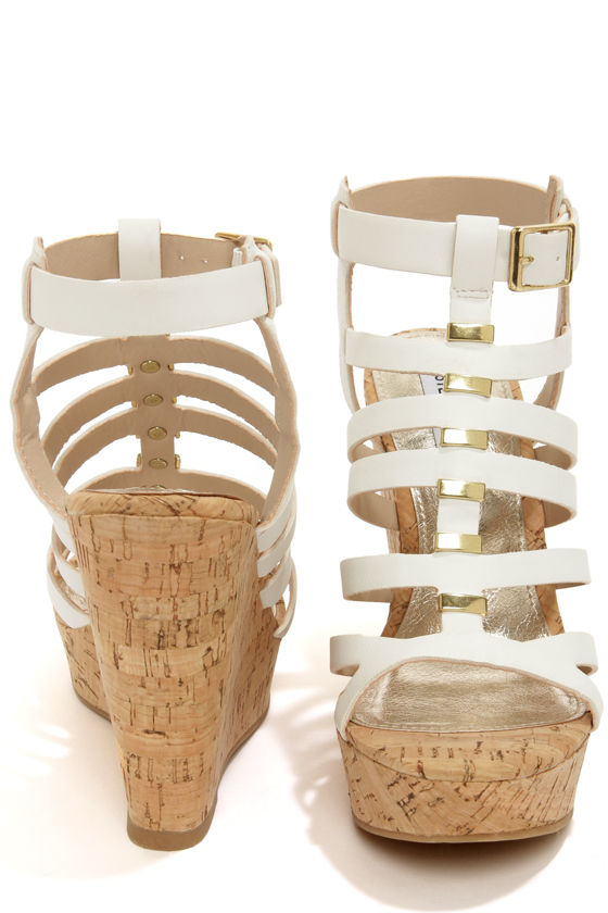 Steve Madden Indyanna White Platform Wedge Sandals at Lulus.com!