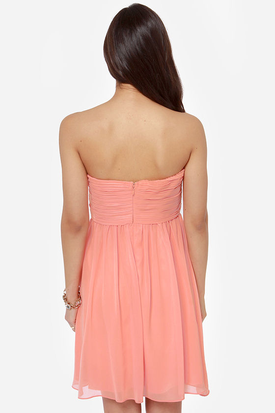 Right This Sway Strapless Peach Dress at Lulus.com!