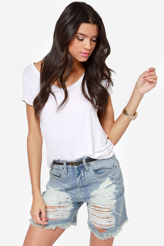 Blank NYC Mum Short Light Wash Distressed Bermuda Shorts at Lulus.com!