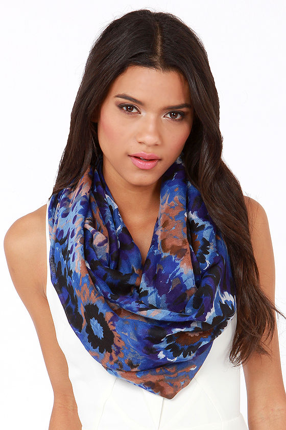 Efflorescence and Sensibility Blue Print Infinity Scarf at Lulus.com!