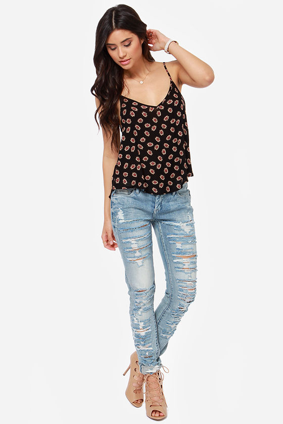 Hard Daisy Night Black Floral Print Top at Lulus.com!