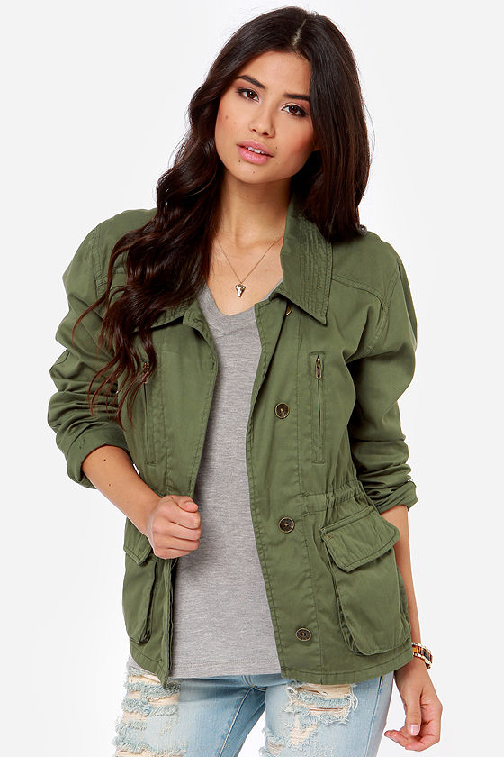 Army green windbreaker jacket. It's a loose fit and goes great over any type of clothing. It's a great fall/autumn jacket and winter jacket as well ☺️🍁.