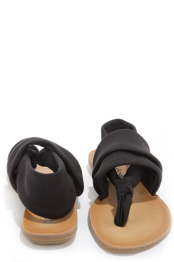 Dirty Laundry Beebop Shimmer Black Thong Sandals at Lulus.com!