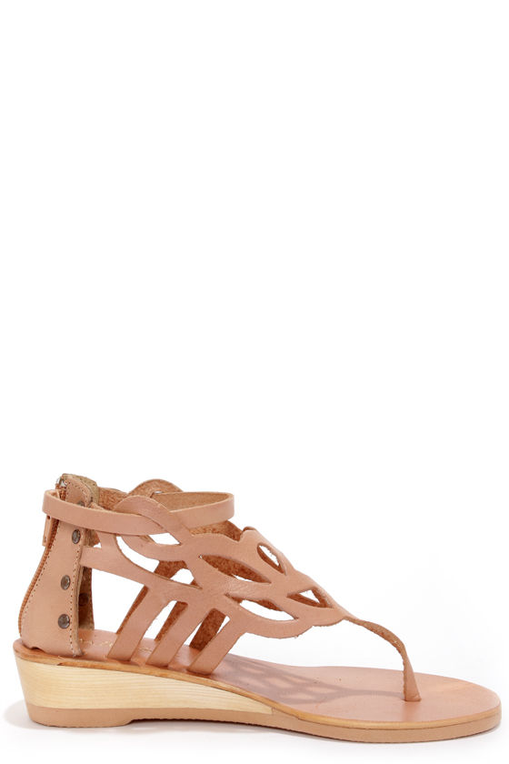 Matisse Reclaim Natural Wedge Thong Sandals at Lulus.com!