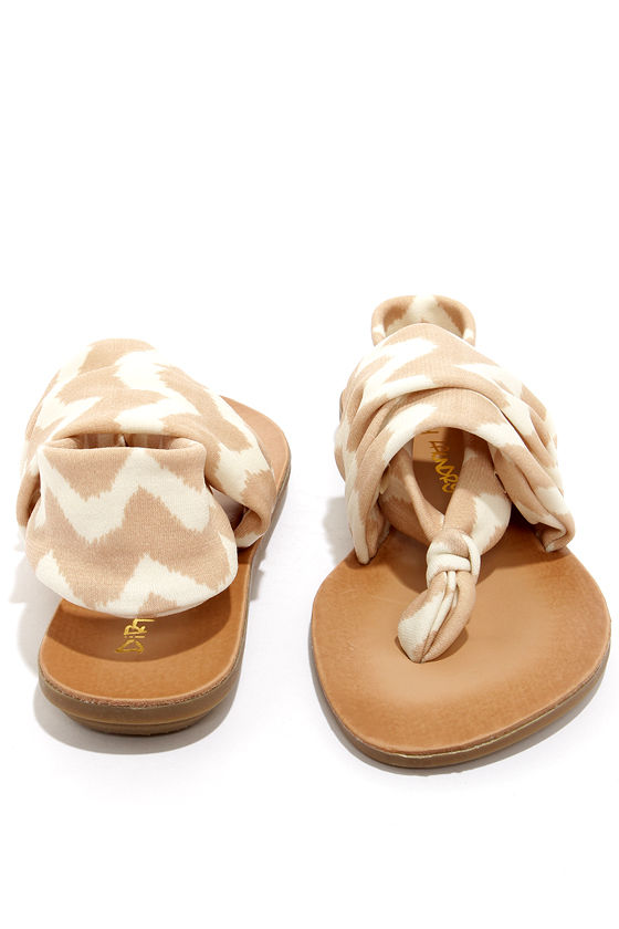 Dirty Laundry Beebop Zig Zag Natural Thong Sandals at Lulus.com!